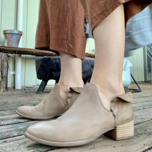Seychelles Renowned leather ankle bootie size 8.5